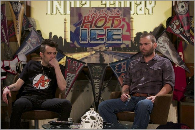Jay Baruchel and Seann William Scott in Goon